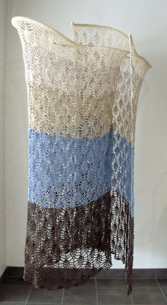 Introverted Horizon (Jennifer Shelly Keturakis), 2014: Undyed wool, acrylic yarn, steel rod, couplers; pineapple lace crochet. $1,400