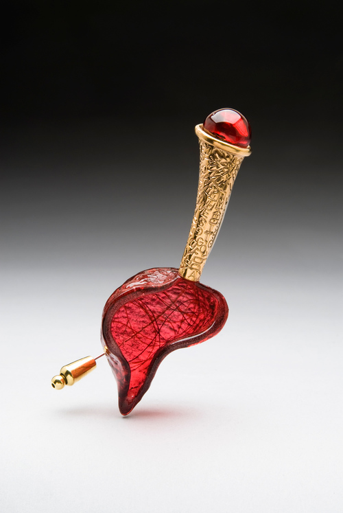 Voiceless, a brooch from Mary Lynn Podiluk's collection, Metalanguage. Source.