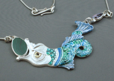 Big Fish (Joan Thomson), 2016: Fine silver, 925 sterling silver, Boulder Opals, Malachite, enamel, 925 sterling silver commercial chain; basse-taille. $3,760.